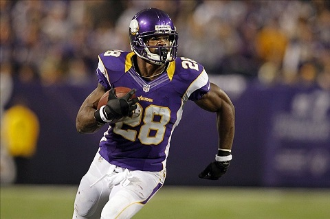 adrian-peterson-nine-yards-short