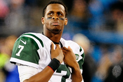 CHARLOTTE, NC - DECEMBER 15:  Geno Smith #7 of the New York Jets watches the scoreboard during the final minute of a loss to the Carolina Panthers at Bank of America Stadium on December 15, 2013 in Charlotte, North Carolina. The Panthers won 30-20.  (Photo by Grant Halverson/Getty Images)