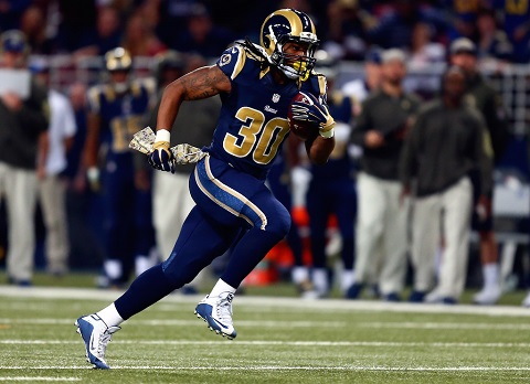 ST. LOUIS, MO - NOVEMBER 15: Todd Gurley #30 of the St. Louis Rams carries the ball in the first quarter against the Chicago Bears at the Edward Jones Dome on November 15, 2015 in St. Louis, Missouri. (Photo by Dilip Vishwanat/Getty Images)