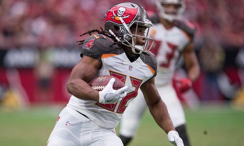 Sep 18, 2016; Glendale, AZ, USA; Tampa Bay Buccaneers running back Jacquizz Rodgers (32) in action during the game against the Arizona Cardinals at University of Phoenix Stadium. The Cardinals defeat the Buccaneers 40-7. Mandatory Credit: Jerome Miron-USA TODAY Sports